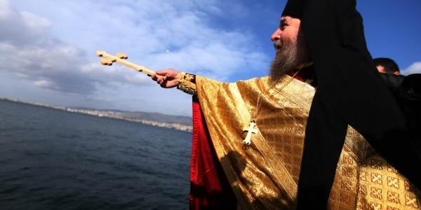 Σε φορτισμένο κλίμα πραγματοποιήθηκε η τελετή των Θεοφανείων στην Σμύρνη