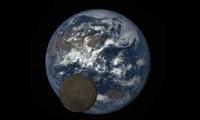 Εντυπωσιακό βίντεο με τη σελήνη να κινείται  μπροστά από τη Γη