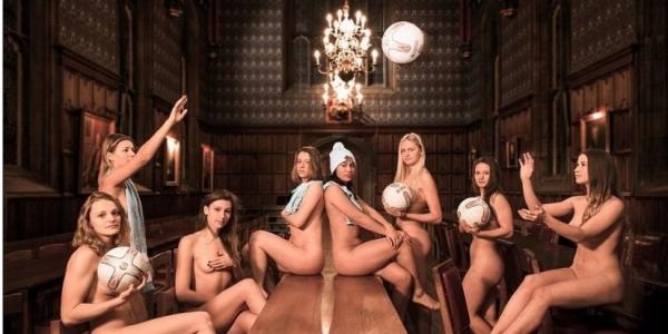 Αθλήτριες και αθλητές από το Πανεπιστήμιο του Κέιμπριτζ ποζάρουν γυμνοί