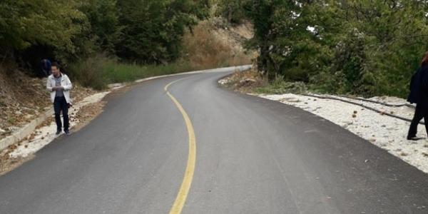 Αποκατάσταση καταστροφών οδοστρώματος στην περιοχή Γρίβας – Καστανερής