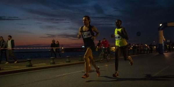 Ο Σάμι Κίπνετιτς από την Κένυα  νικητής του Ημιμαραθωνίου δρόμου της Θεσσαλονίκης