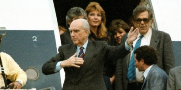 Το περίφημο νεύμα του Ανδρέα Παπανδρέου στη Δήμητρα Λιάνη πριν 30 χρόνια