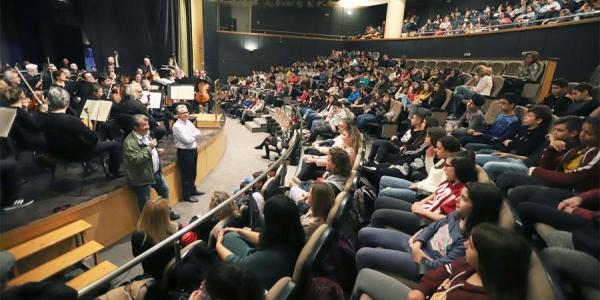 Η Κ.Ο.Θ. μάγεψε εκατοντάδες μαθητές στο Δημοτικό Θέατρο Συκεών