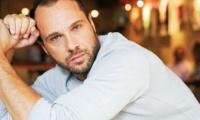 Ομοφυλόφιλος ο Μέμος Μπεγνής σύμφωνα με την Google