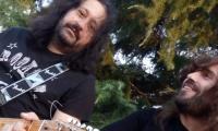 Ο Angel και ο Κostis των Skelters σε live unplugged εμφάνιση  στο Karàbourno