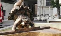 Αγάλματα Κινέζου καλλιτέχνη στο λιμάνι της Θεσσαλονίκης