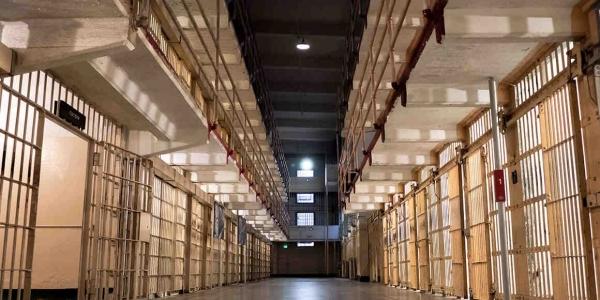 Σάλος με την καταδίκη σε κάθειρξη 10 ετών 53χρονης μητέρας για παραποίηση απολυτηρίου
