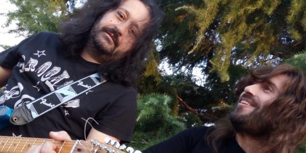 Ο Angel και ο Κostis των Skelters για μια live unplugged εμφάνιση  στο Λωτό