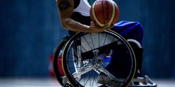 Φιλανθρωπικός αγώνας επίδειξης μπάσκετ με αναπηρικά αμαξίδια