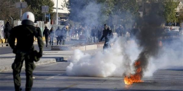 Ένταση στο περιθώριο της πορείας για τον Αλ. Γρηγορόπουλο στη Θεσσαλονίκη