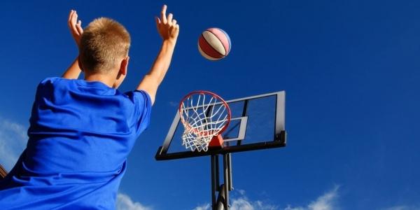 Εορταστικό τουρνουά μπάσκετ κατηγορίας μίνι για αγόρια και κορίτσια