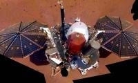 Το InSight φωτογραφίζεται και μας δείχνει την κατάστασή του