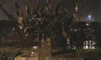 Άγνωστοι βεβήλωσαν το Μνημείο του Ολοκαυτώματος στην πλατεία Ελευθερίας