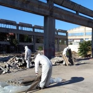 Τόνοι αμιάντου απομακρύνονται δίπλα από σχολεία στην περιοχή Ανθοκήπων