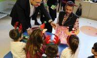 Χριστουγεννιάτικη γιορτή  στην Παιδιατρική και Παιδοογκολογική Κλινική του νοσοκομείου ΑΧΕΠΑ