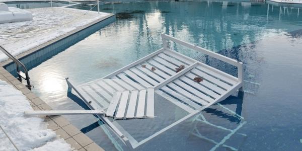 Βανδάλισαν την δημοτική πισίνα στη Νεάπολη