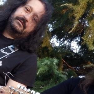 Ο Angel και ο Κostis των Skelters για μια live unplugged εμφάνιση στην Θεσσαλονίκη