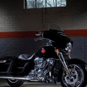 H Harley-Davidson λανσάρει την Electra Glide Standard