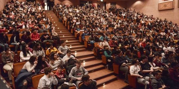 Θέατρο για τους μαθητές του δήμου Νεάπολης-Συκεών