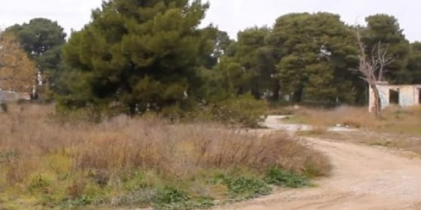 Συνεργεία καθαρίζουν τον χώρο του πρώην στρατοπέδου Κόδρα