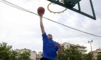 Εχει ύψος 2.20 και παίζει, τι άλλο, μπάσκετ! Γνωρίστε τον 18χρονο Θεσσαλονικιό Θωμά Κατσαούνη
