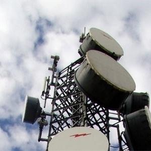 Ξηλώθηκε καμουφλαρισμένη κεραία κινητής τηλεφωνίας στα Κωνσταντινοπολίτικα