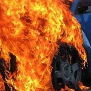 Στις φλόγες αυτοκίνητο στο Φίλυρο