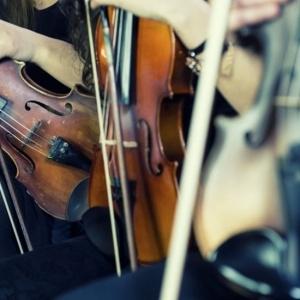 Κοντσέρτο σύγχρονης μουσικής από φιλαρμονικές ορχήστρες στο Πόρτο Καρράς