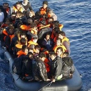 Εντοπίστηκε η βάρκα με τους 48 μετανάστες που αγνοούνταν στη Σάμο