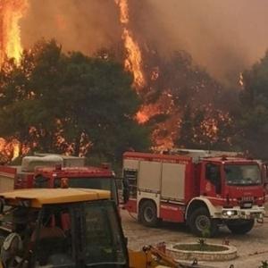 Ανεξέλεγκτη πυρκαγιά στην Ζάκυνθο: Κάηκαν δύο σπίτια