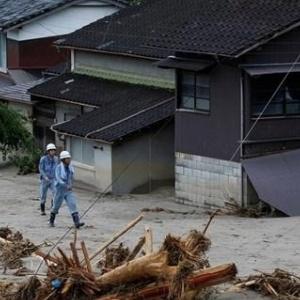 Τουλάχιστον 35 νεκροί από το καταστροφικό πέρασμα του τυφώνα Χαγκίμπις