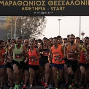 8ος Διεθνής Νυχτερινός Ημιμαραθώνιος:  Πλημμύρισε από 20.000 δρομείς η Θεσσαλονίκη