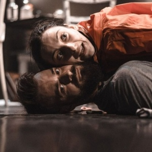 «Λιωμένο βούτυρο» του Σάκη Σερέφα στο Θέατρο Άνετον