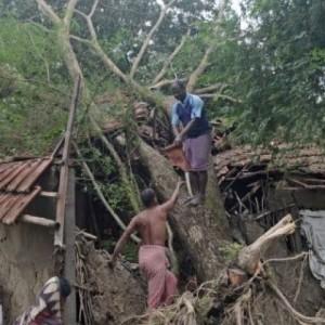 Είκοσι νεκροί από τον κυκλώνα «Μπουλμπούλ»