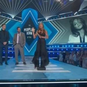Το τιμητικό βραβείο People's Icon Award πήρε η Τζένιφερ Άνιστον