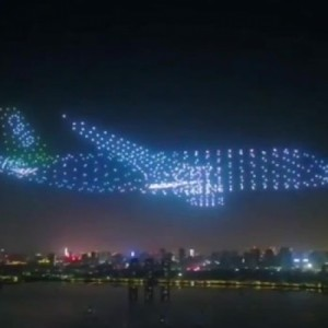 Εντυπωσιακά αεροσκάφη σχηματισμένα από... drone!