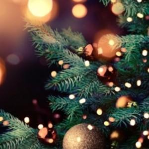 Μελωδική φωταγώγηση του χριστουγεννιάτικου δέντρου στην Άνω Πόλη