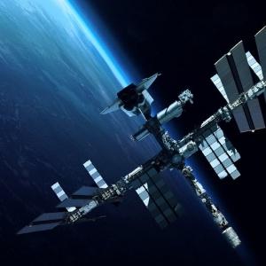 Πέντε  σκάφη έχουν δέσει στον Διεθνή Διαστημικό Σταθμό