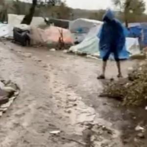 Μέσα στη λάσπη και σε σκηνές χιλιάδες πρόσφυγες