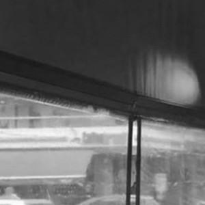 Φωτεινός σηματοδότης στην Πάτρα λειτουργεί μέσα σε καφετέρια!