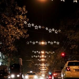 Χριστουγεννιάτικη λάμψη  σε  δρόμους και πλατείες της Αθήνας