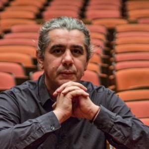 Θάλασσα, Χοροί, Μελωδίες, Πολιτική και ένας Αρλεκίνος: Πανόραμα της ελληνικής μουσικής