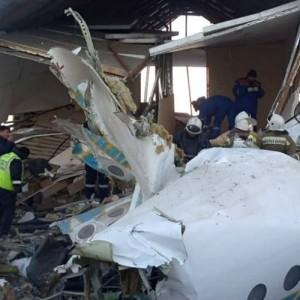 Δώδεκα νεκροί μετά από πτώση επιβατηγού αεροσκάφους  στο Καζακστάν