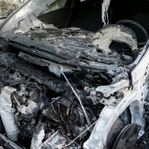 Αναρχικοί παρακαλούν πολίτες να μην παρκάρουν δίπλα σε πολυτελή αυτοκίνητα