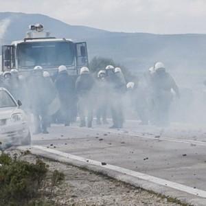 Το ΚΚΕ(μ-λ) καταγγέλλει την παρουσία ΜΑΤ και δυνάμεων καταστολής στη Λέσβο