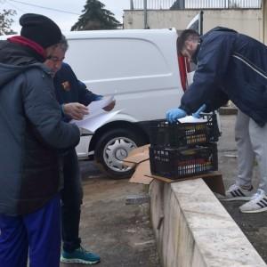 Συνεργεία-διανομείς τροφίμων «οργώνουν» το δήμο Νεάπολης-Συκεών