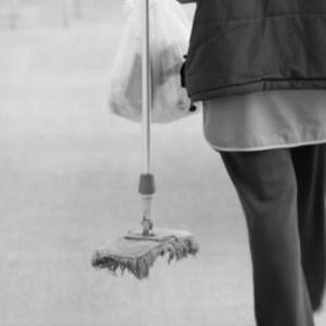 Μονιμοποίηση για τις σχολικές καθαρίστριες