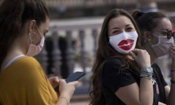Υποχρεωτική η χρήση μάσκας (σχεδόν) παντού