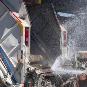 Απολυμάνσεις και αποσμώσεις των απορριμματοφόρων στο δήμο Νεάπολης-Συκεών