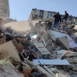 Σοκαριστικό βίντεο δείχνει το εσωτερικό σούπερ μάρκετ την ώρα του σεισμού στη Σάμο